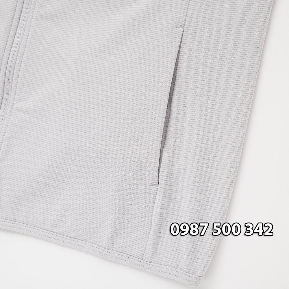 Áo chống nắng Uniqlo có 2 túi ngoài 2 túi trong