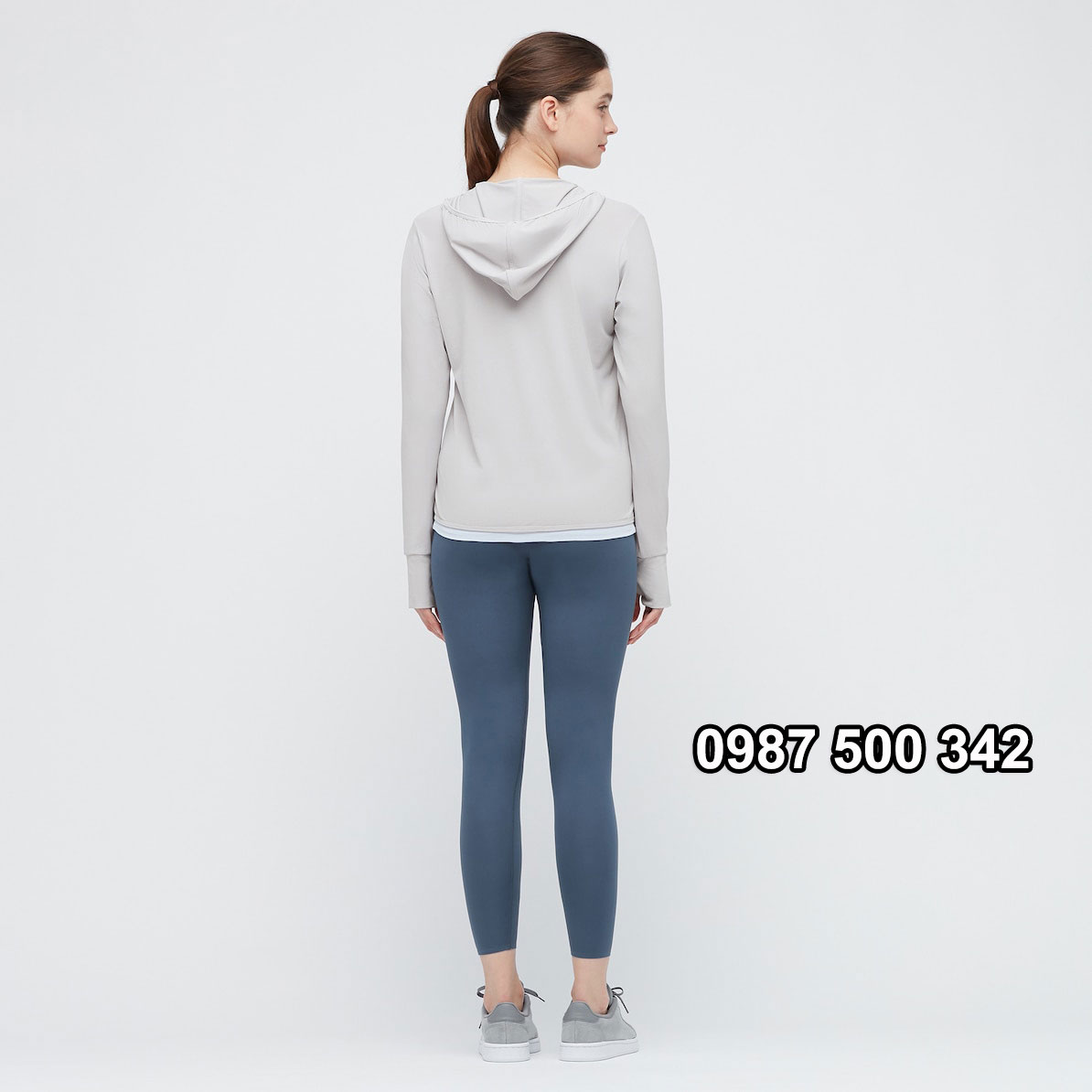 Mặt sau áo chống nắng Uniqlo 2021